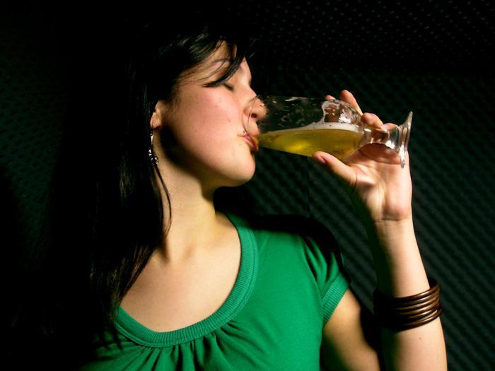 причиной алкоголизма является