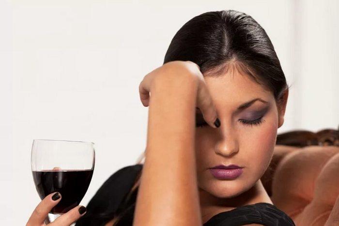 от вина болит голова