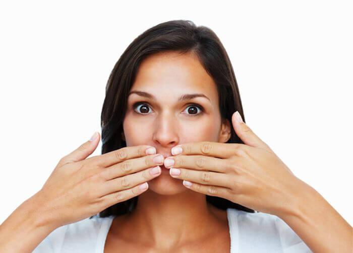 почему неприятный запах изо рта причины