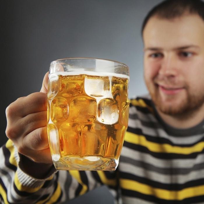 муж пьет пиво каждый день