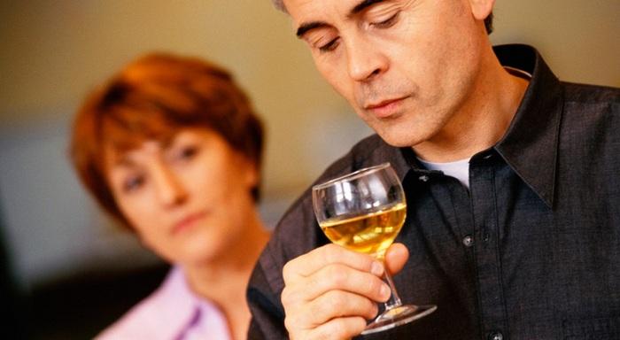 как правильно вести себя с алкоголиком мужем