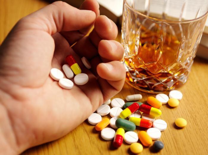 запить таблетки алкоголем
