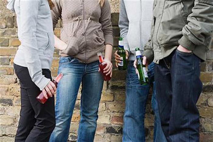 причины употребления алкоголя подростками