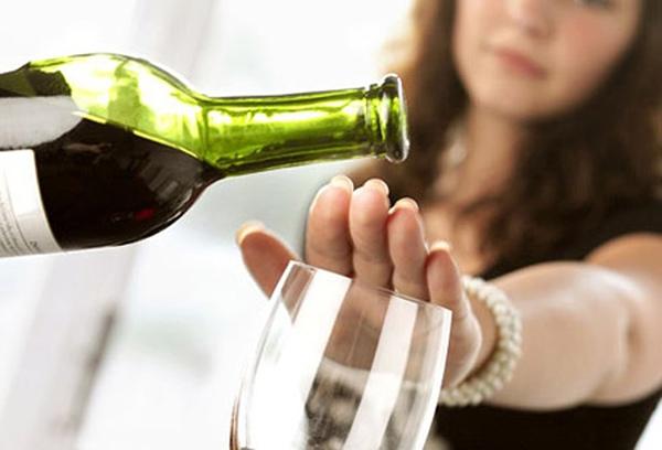 распитие спиртных напитков категорически не разрешается