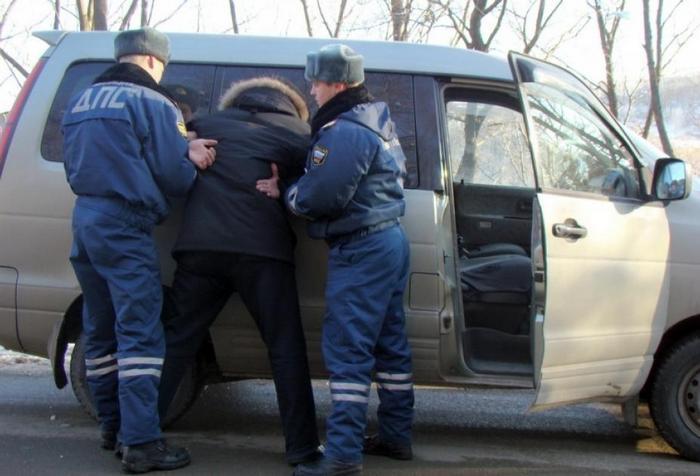 сотрудники полиции задержали пьяного