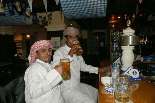 мусульмане разводят виноградный спирт водой