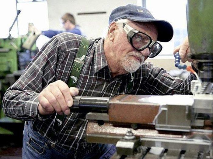 работающих пенсионеров хотят лишить пенсии