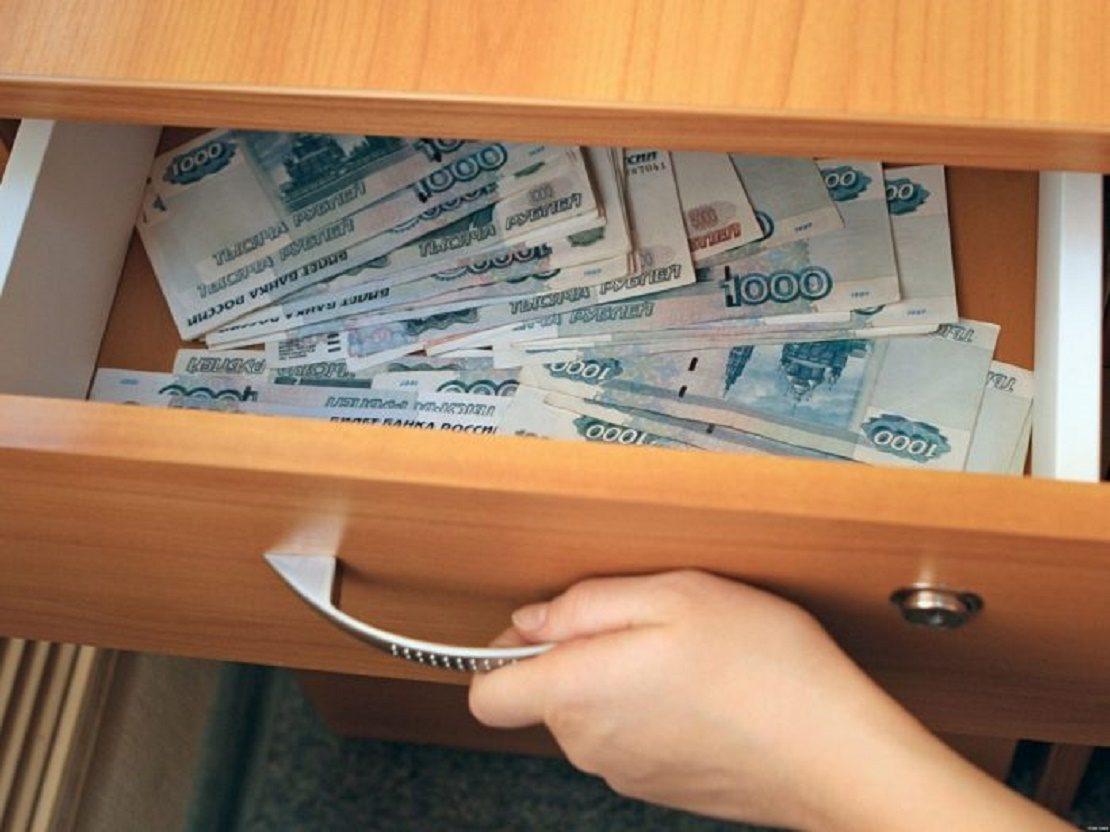 Деньги в тумбочке